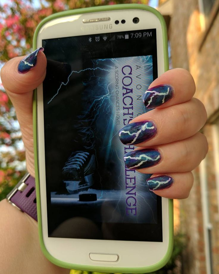 Lightning nails inspired by the cover of this book that I'm starting today. Coach's Challenge by Avon Gale Anyone else reading it? If you haven't read this series... what are you waiting for? . . . . #bookstagram #nails💅 #mmromance #sportsromance #nailstagram #lightningnails #reading #readersofinstagram #gayromance #nails #nailart #gayromance #nailsofinstagram #avongale