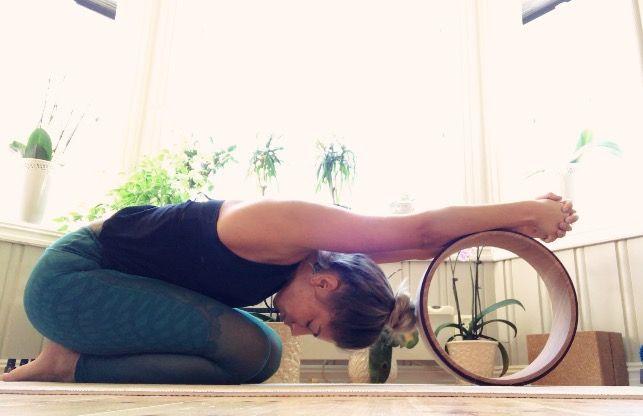 Nydelig stretch med The Asanas Yoga Wheel