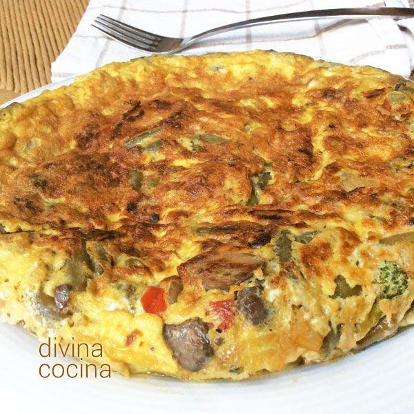 tortilla-de-verduras-entera-en-un-plato