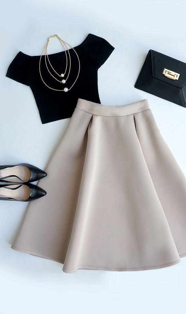 This is why we work so hard on our bodies ladies.... so we can enjoy #fashion. Absolutely love the #tulleskirt #hipsterfashion,