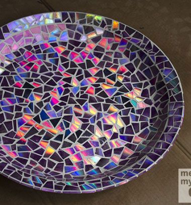 DIY Mosaic tile bird bath from CDs // Madárfürdető CD lemezekből - irizáló mozaik // Mindy - craft tutorial collection // #crafts #DIY #craftTutorial #tutorial #CraftsForPets