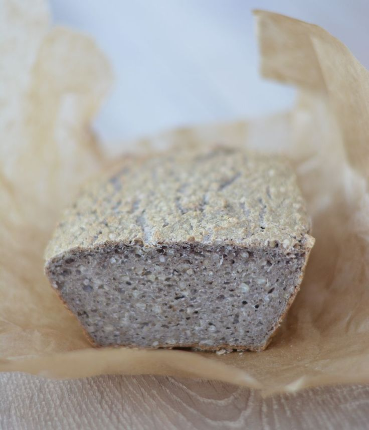 Dzisiaj proponuje Wam bardzo smaczny i nieskomplikowany chleb z kaszy gryczanej. Prostszego chyba nie widzieliście ; ) Świetnie się nadaje dla osób z nietolerancjami pokarmowymi czy np. przy zapaleniu tarczycy Hashimoto.