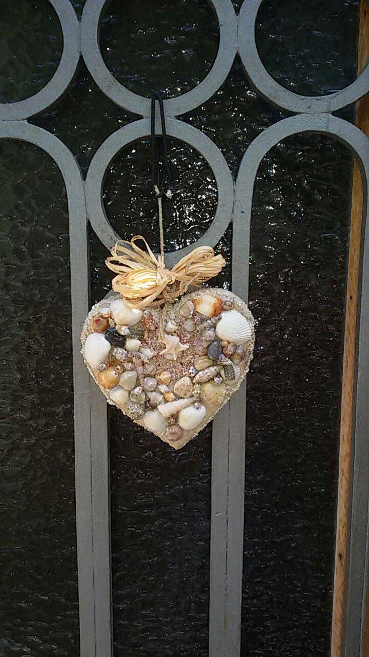 A seashells'heart on the door