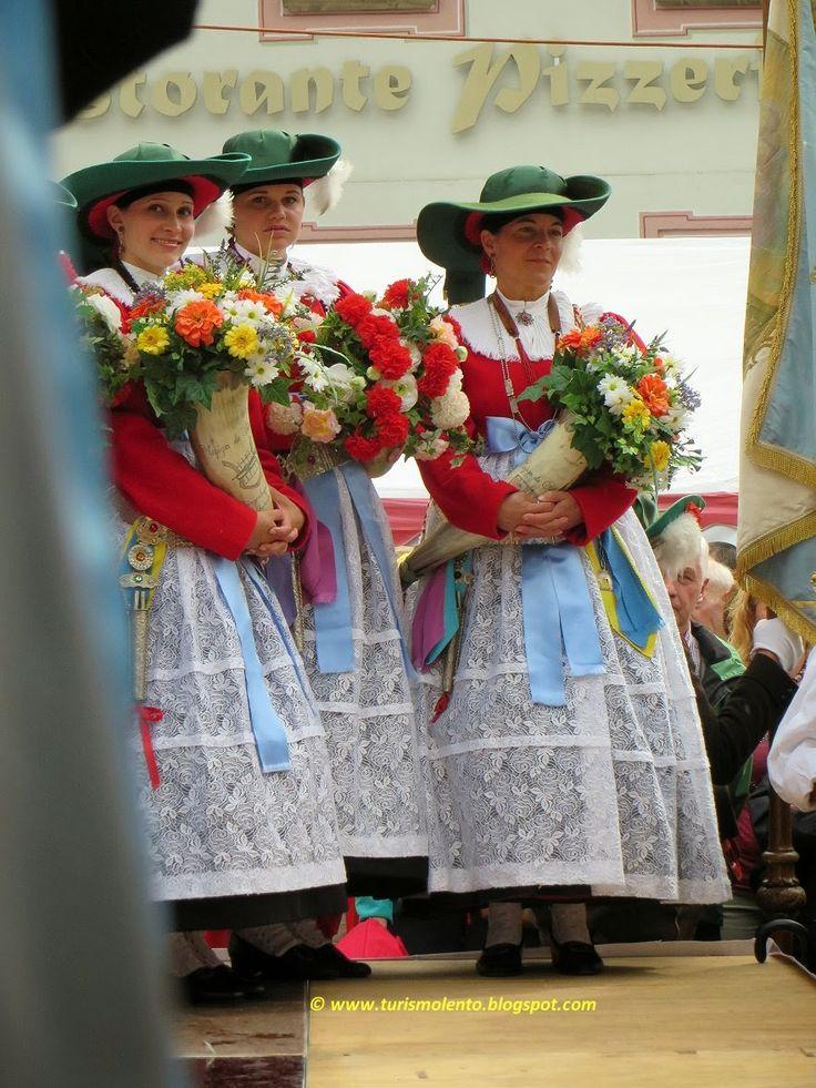 Turismo Lento: Costume tradizionale della Val Gardena       Alto Adige