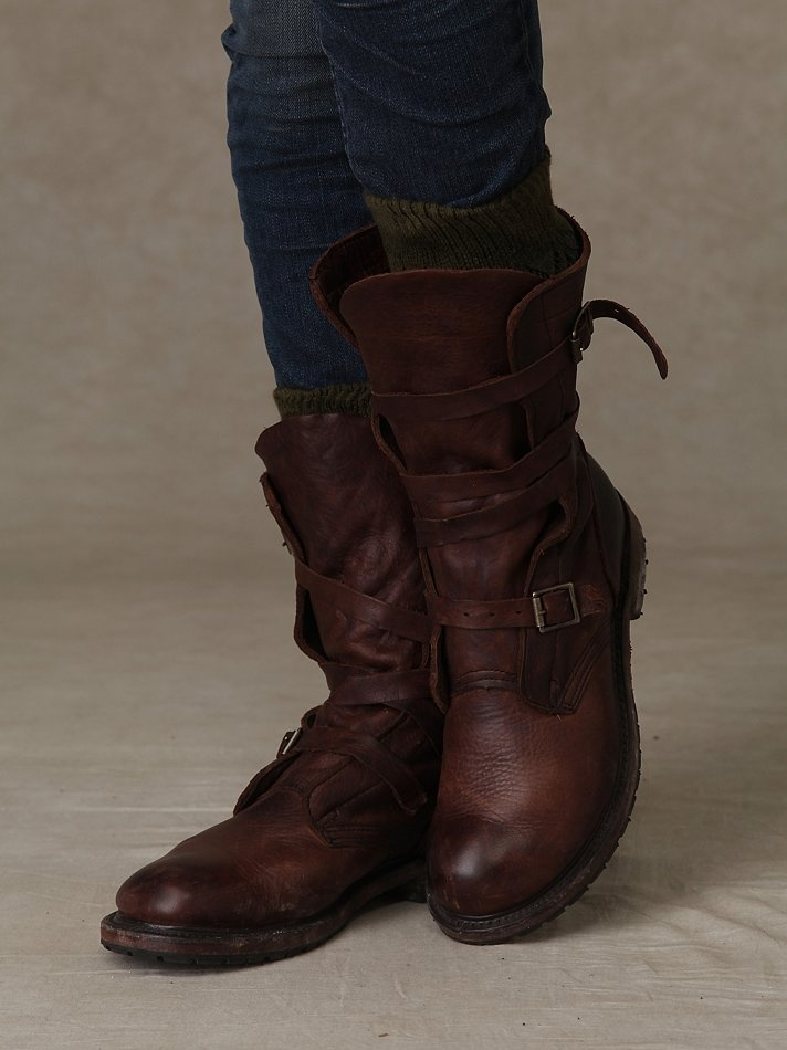 i want these!: Free People Clothing, Leather Boots, Wraps Boots, Cowboys Boots, Brown Boots, Vintage Shoes, Rayna Wraps, Clothing Boutiques, People Rayna