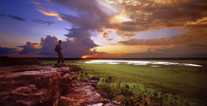Ubiir Lookout is a highlight of every Kakadu Tour. You can admire great aboriginal rock art here as well.
