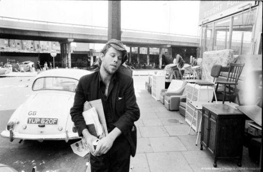 Tom Waits near the Portobello Road, London, 25th May 1976. Photo by Michael Putland Getty images