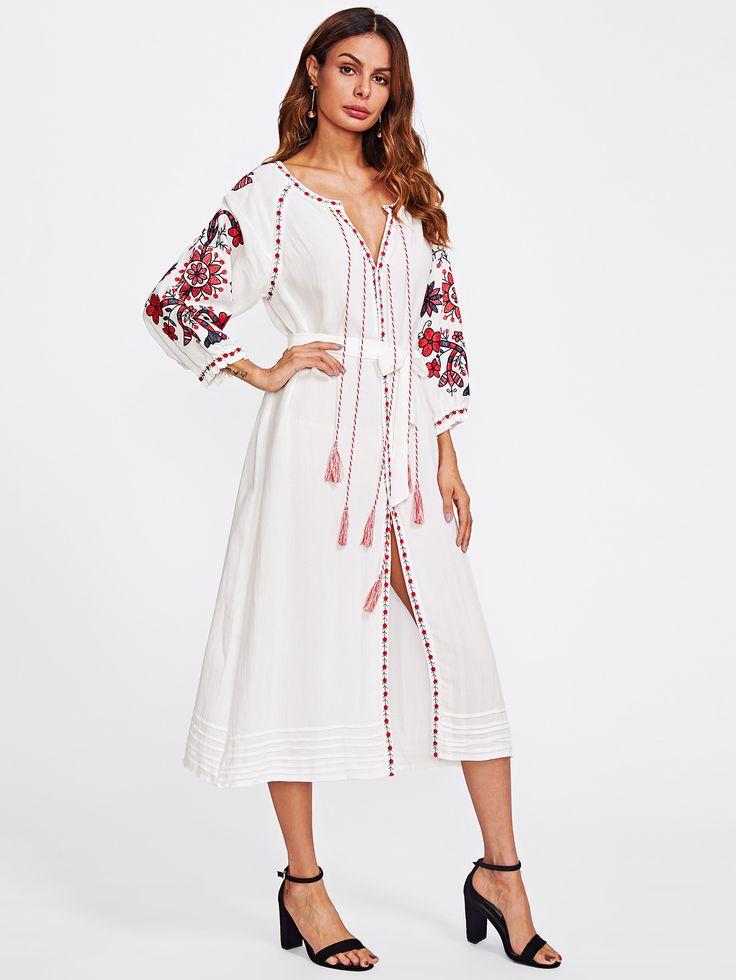 Модное платье с вышивкой и бахромой