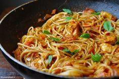 Pittige pasta met kip en romige knoflooksaus