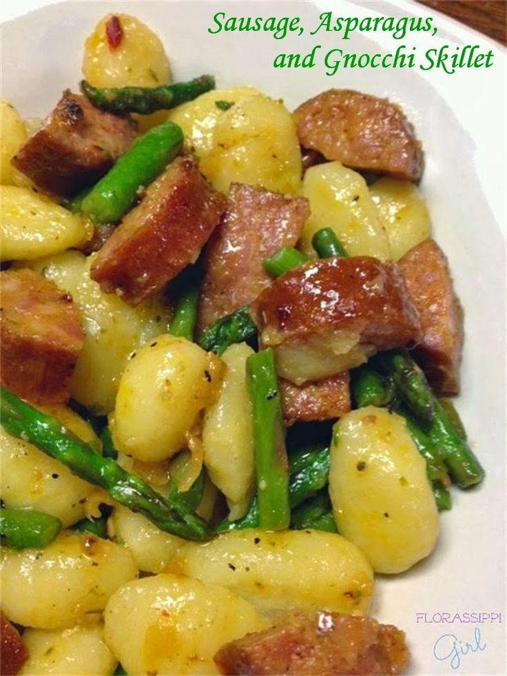 SAUSAGE, ASPARAGUS AND GNOCCHI SKILLET http://florassippigirl.blogspot.com/2015/04/sausage-asparagus-and-gnocchi-skillet.html?utm_source=feedburner