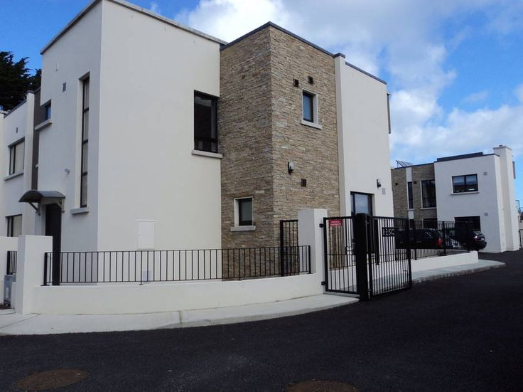 House in Rosslare, Ireland. Exceptionally located and beautifully finished home in a small private development beside Kelly's Resort Hotel & Spa. The house has a private sun drenched patio and a garden area with gated access to the beach. Enclosed parking for two cars.  Sout...