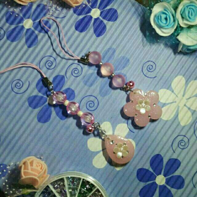 Milky pink phone charm Only Rp 14.000 via shopee.co.id/me0780
