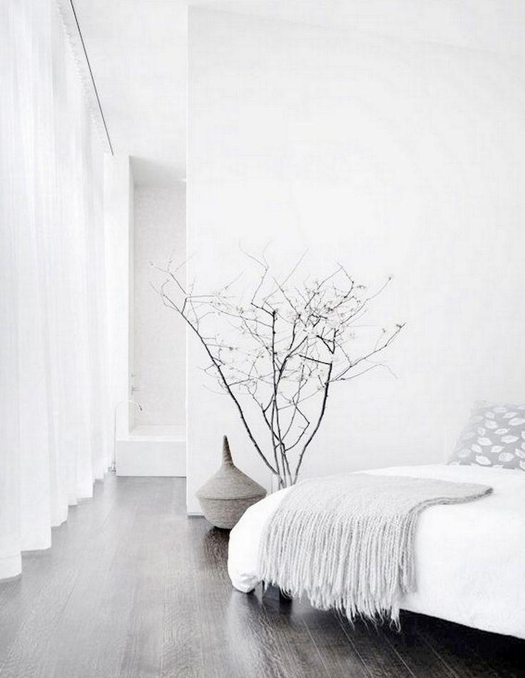 Chambre minimaliste blanche, zen, parquet gris | WHITE + MINIMAL BEDROOM