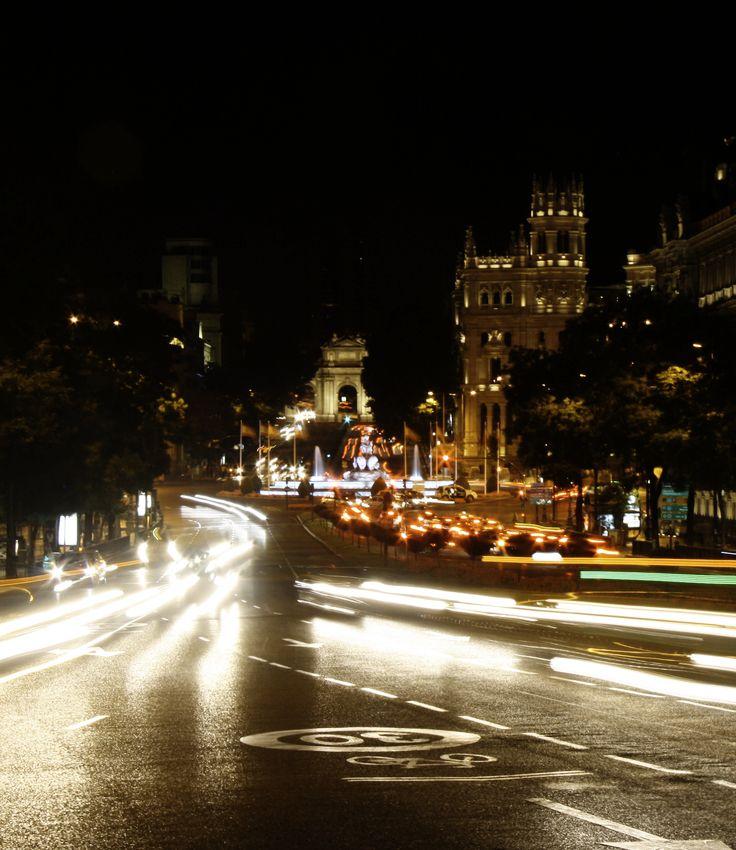 Sieh dir Madrid bei Nacht an!