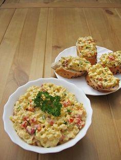 Tavaszi tojáskrém - Hozzávalók Hozzávalók 4-6 személyre 8 tojás 1 piros színű paprika 2-3 retek 3-4 szál újhagyma snidling 1 kisebb csokor friss petrezselyemzöld só frissen őrölt bors néhány evőkanál majonéz