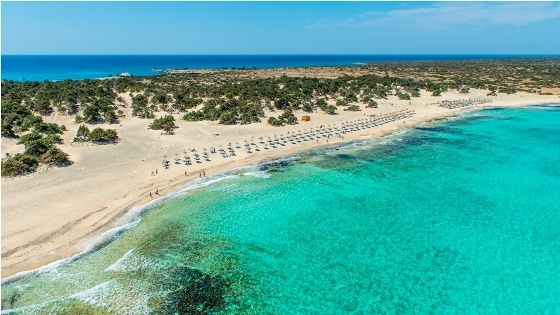 VISIT GREECE| Greece is a country that has amazing things to offer to the visitors. One of the main attractions of the country is the many Greece beaches decorating its coasts!  #Greece #islands #coasts #beaches