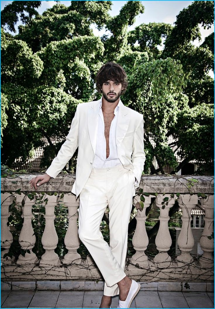Marlon Teixeira fronts Murilo Lomas' spring-summer 2017 campaign in an off-white suit.