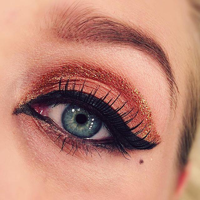 Simple glam 🍸🍸🍸#motd #makeup #makeuplook #look #lotd #eyemakeup #blueeyes