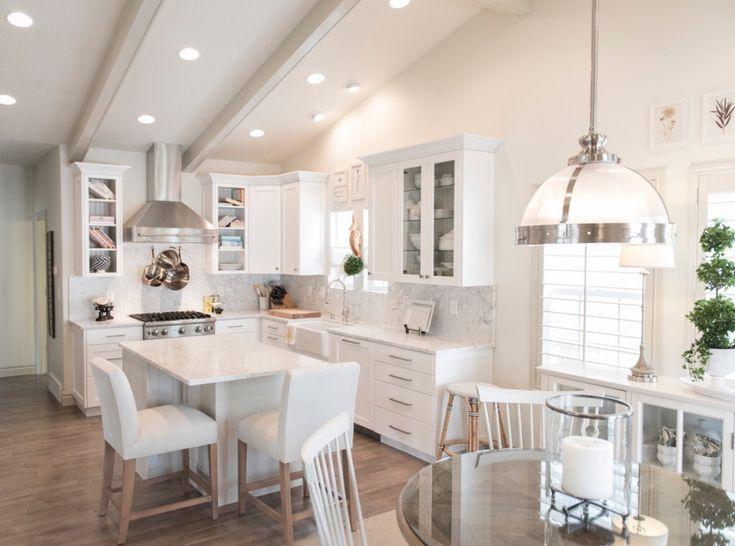 Die besten 25+ Kleine weiße küche mit insel Ideen auf Pinterest - kleine kchen ideen