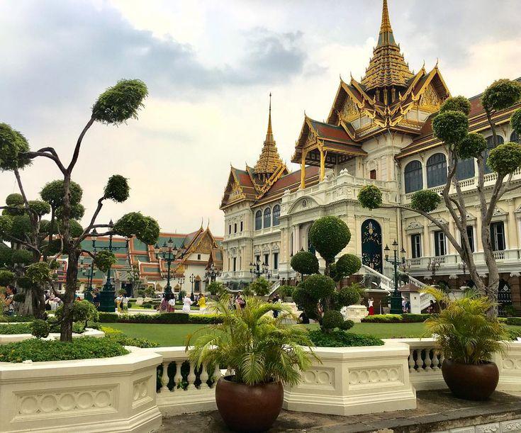 —LE GRAND PALAIS— BKK (hey pas d'palais.....pas d'palais!) #grandpalais #bigpalace #temple #bouddha #buddha #phrakaew #watphra #jardin #garden #picoftheday #mood #city #cityscape #travel #thailand #thailande #bangkok #bkk #bangkokphotographer #dope #asiat