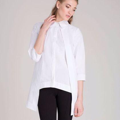 Купить или заказать Белая сорочка на запах в интернет-магазине на Ярмарке Мастеров. Рубашка из белого хлопка, с втачными укороченными рукавами, на потайной застежке ,без боковых швов (передняя часть переходит назад а задняя вперед образуя 'запах'), все края обработаны широкими обтачками. Состав 98% хлопок, 2% эластан Возможен пошив на заказ в других цветах по вашим индивидуальным…