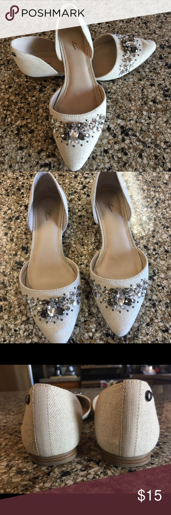 Simply Vera Jeweled Cream Flats - size 6 Great pre-loved condition embellished flats with no missing stones. Simply Vera Vera Wang Shoes Flats & Loafers