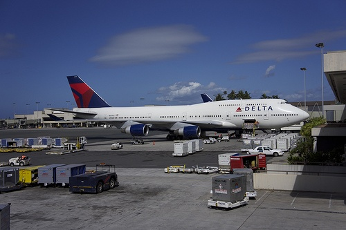 Delta B747 loading cargo - Honolulu International Airport - HNL