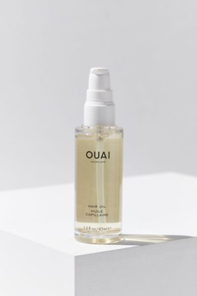 Get silky smooth locks with a pinch of this expert hair oil from cool-girl haircare label, OUAI. Created by genius celeb hairstylist, Jen Atkin to keep frizz at bay while nourishing and protecting with a key blend of oils and extracts. Ama oil repairs damaged fibers while protecting against humidity, borage oil smooths + revitalizes with potent nutrients, baobab seed oil hydrates dry hair from within and African galangal root extract protects against UV rays for vivid color + shine. For all… Skincare Packaging, Cosmetic Packaging, Ouai Hair Oil, Baobab Seeds, Beauty And Beast Wedding, Borage Oil, Thing 1, Hair Serum, Fragrance Parfum