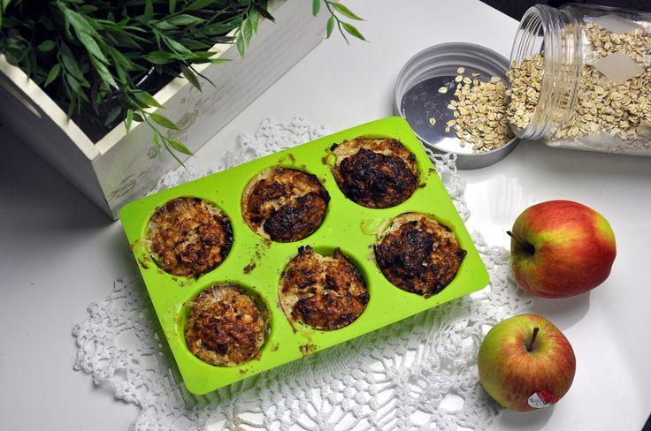 owsiane muffiny       60g płatków owsianych górskich     1 jabłko     porcja odżywki białkowej – 33g (użyłam All nutrition o smaku szarlotki). Pamiętacie o kodzie rabatowym na produkty All nutrition ? Nadal możecie z niego skorzystać ! Wystarczy, że podczas zamówienia w sklepie SFD wpiszecie kod: MAJLAA16 :)     10g nasion chia     łyżeczka cynamonu