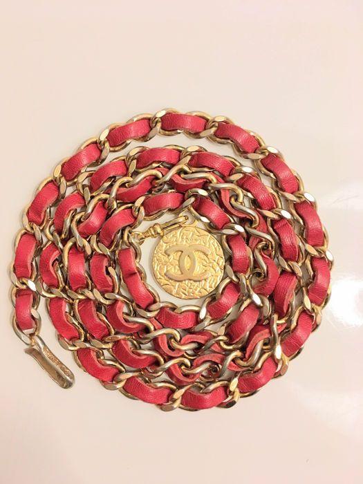Online veilinghuis Catawiki: Vintage Chanel ceintuur ketting met CC bedel, 1982