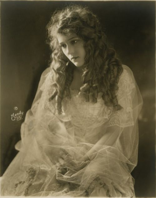 Mary Pickford: Mary Pickford, Vintage Photos, Hollywood Silent, Movie Stars, Celebrity Photographers, Classic Hollywood, Pickford Photographers, Historical Photographers, Film Era