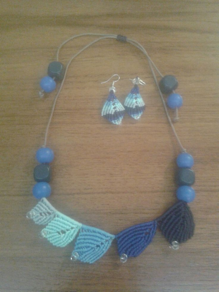 Macrame leaves necklace and earrings in tones of blue