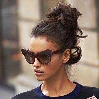 """O combo """"bom dia"""" = coque alto bagunçado & charmoso + óculos escuros giga(óculos Cavalli)"""