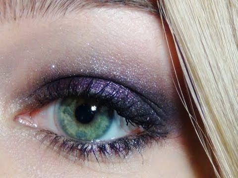 Tutoriel : Maquillage violet idéal pour faire ressortir les yeux verts