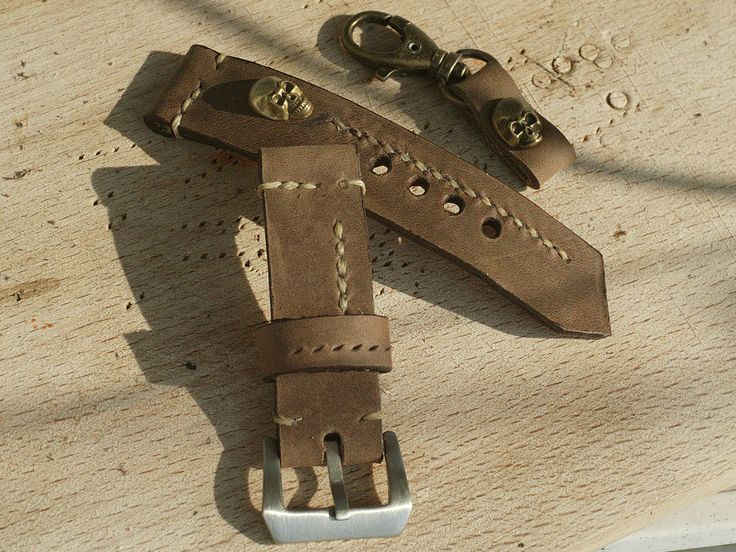 22mm natural hand made leather strap :http://zappacraft.com/index.php/product/zc100x01-zappacraft-24mm-vintage/