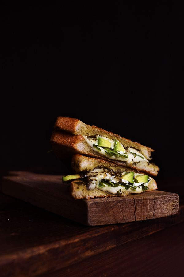 lunch 2 slices toast bread (you can use any other bread) 2 tbsp pesto 2 slices mozzarella cheese handful fresh rucola ¼ avocado, sliced 2 tbsp goat cheese, crumbled olive oil