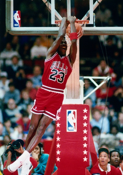 Michael Jordan dunking. Slam dunk photos. Best dunks on Pinterest. Dunk pics. #47straight #basketball