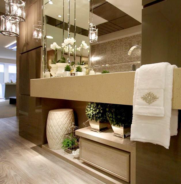 O lavabo merece uma decoração sofisticada e requintada para surpreender as visitas! #ambiente #romanzza #lavabo #decoração