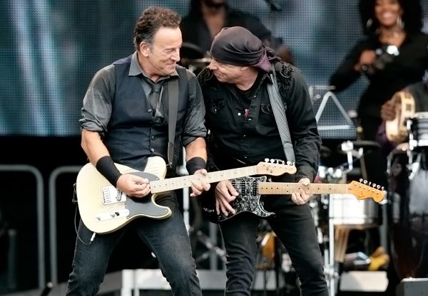 Bruce Springsteen and Steve Van Zandt on stage in the Neterlands.