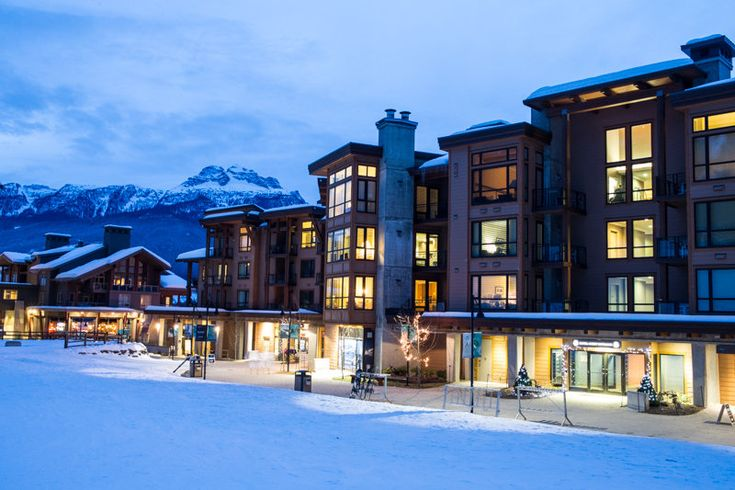 The gorgeous Sutton Place Hotel sits right at the base of the #Revelstoke gondola. #LiamDoran