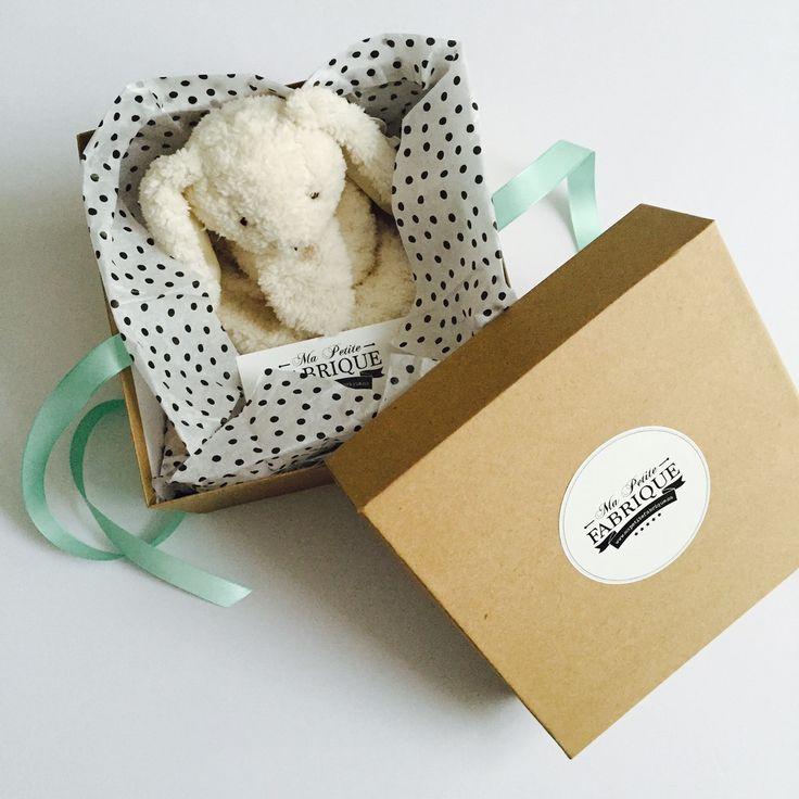 Notre nouvel emballage disponible dès maintenant sur notre boutique en ligne de coffrets naissance | Our new packaging available now on our online store of baby boxes.