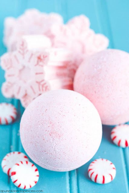 DIY Peppermint Bath Bombs- These bath bombs are perfect for making your winter bath smell like candy canes, or for gifting to your favorite Lush-loving friend. Pin now, make later!!