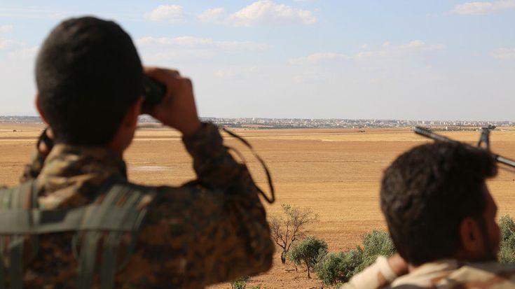 Puluhan ribu warga sipil terjebak di Manbij  MANBIJ (Arrahmah.com) - Puluhan ribu warga sipil terjebak di kota Manbij yang terletak di Suriah utara setelah pasukan yang mendapat dukungan dari AS mengepung kota yang dikuasai oleh ISIS ujar laporan kelompok pemantau pada Sabtu (11/6/2016).  Pasukan Demokratik Suriah (SDF) mengepung Manbij sejak Jum'at (10/6) memutuskan rute pasokan utama ISIS antara Turki dan Raqqa.  Observatorium Suriah untuk Hak Asasi Manusia (SOHR) kelompok pemantau yang…