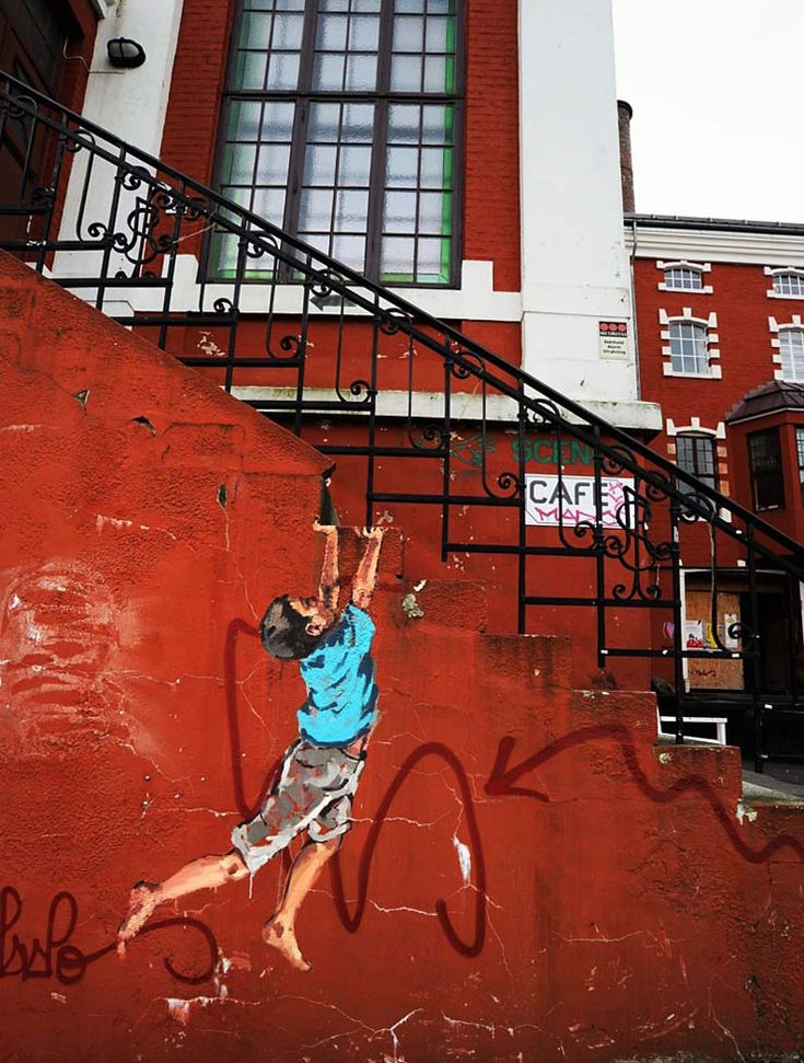 by Ernest Zacharevic. NUART 2013. http://restreet.altervista.org/ernest-zacharevic-street-artist-che-unisce-reale-e-irreale/