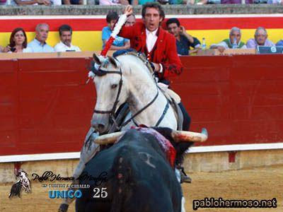 Pablo regresó a Palencia, una de sus citas fijas de todas las temporadas y uno de los cosos donde más a gusto se le ve al centauro de Estella y que se confirmó con el pleno de orejas que obtuvo al final del festejo. http://bit.ly/1qqQToV