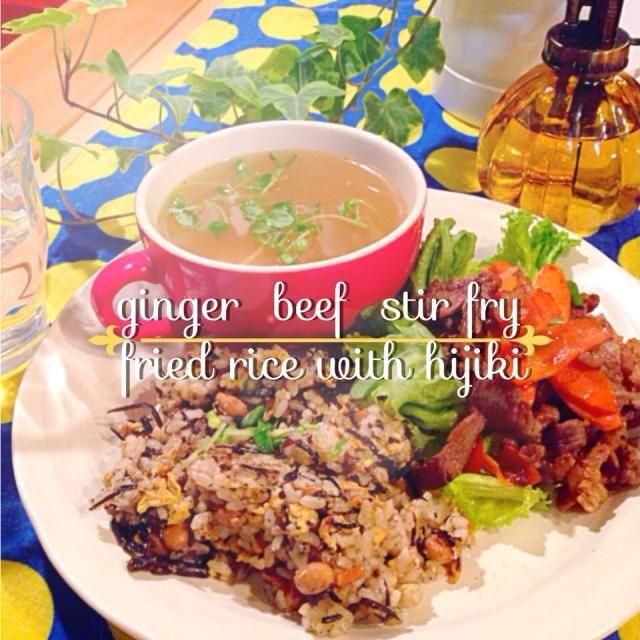 ひじき豆リメイクチャーハンと ポトフのベーコンだけ取り出し 残り野菜とスープを使い、 野菜スープにしました 彩り悪いなぁ〜(o゚∀゚)ブハッ∵∴ - 19件のもぐもぐ - 牛肉炒め♥️ひじきチャーハン♥️野菜スープ by 00anela00