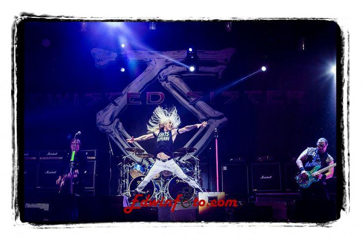 Twisted Sister @ Alcatraz Metalfestival 2014 - edwinfoto  Kortrijk (België) 9 aug 2014 - Wat een energie bij deze rockers! Grappig was dat iedereen 'We're not gonna take it' bleef zingen zodra het maar even stil viel.