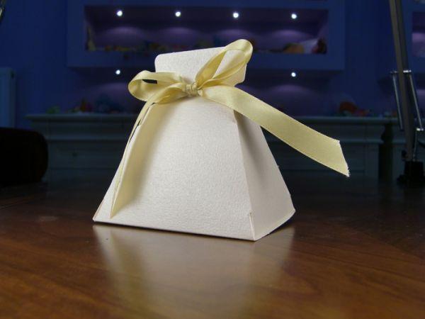 Χάρτινη Μπομπονιέρες Γάμου :: Ωρα Χαρας είδη γάμου βάφτισης http://www.oraxaras.com/