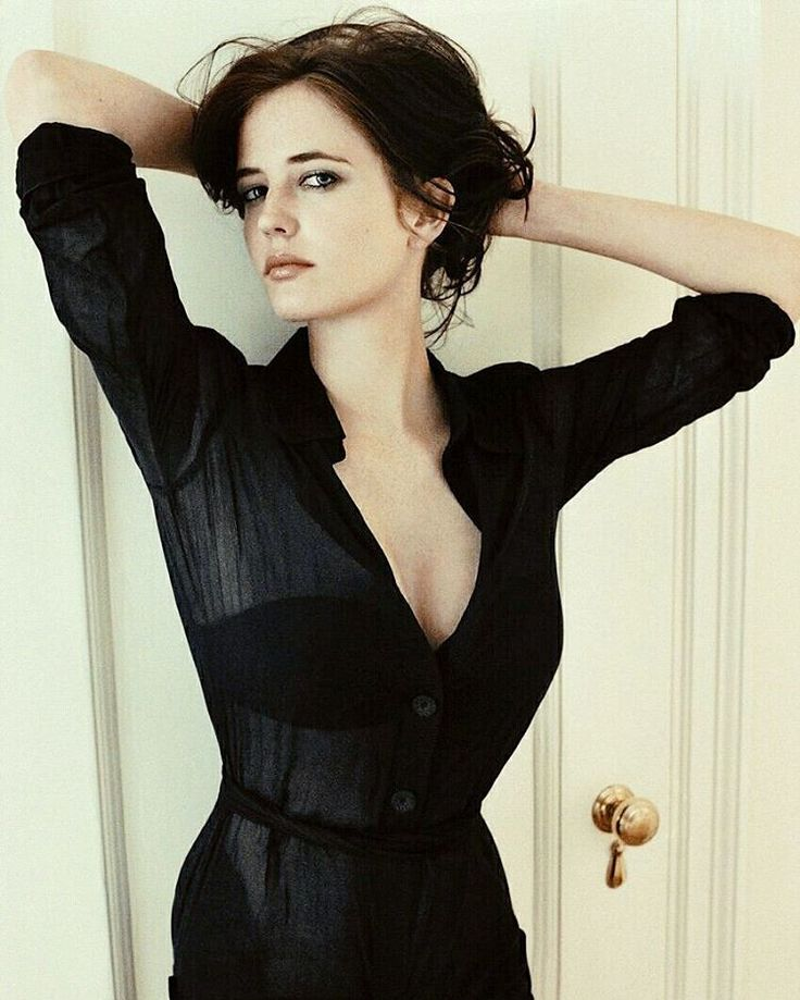 Plays Vanessa Ives character of Penny Dreadful