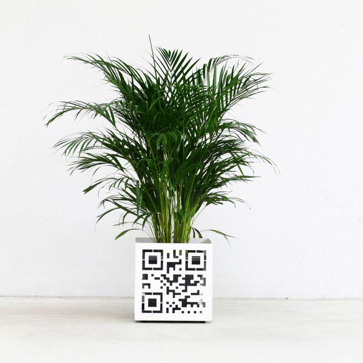 """Vaso interattivo QR CODE by NIKLA. """"Crea il tuo codice QR, inquadra il vaso e sarai connesso al tuo brand o a ciò che vuoi tu ! www.nikla.eu  Interactive Vase QR CODE by NIKLA. """"Create your QR code, frame the vase and you'll be connected To your brand or what you have chosen! nikla.eu  #niklasteeldesign #vaso #piante #fiori #garden #arredogiardino #giardino #homedecor #homedesign #metaldecor #qrcode #qr #vase #vase #planter #green"""